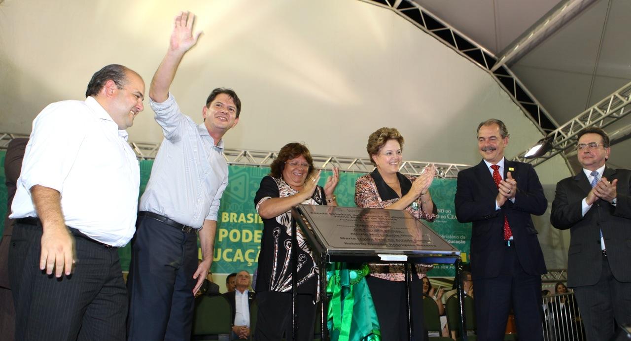 Dilma escola1