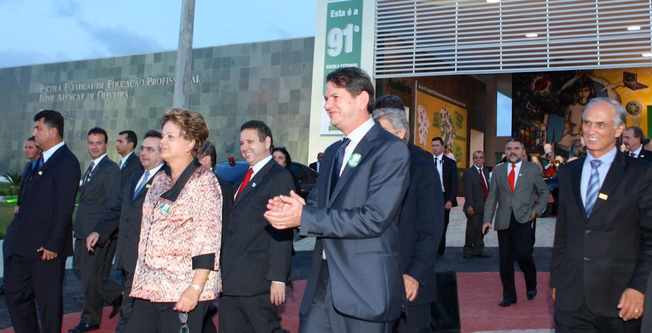 Dilma escola2