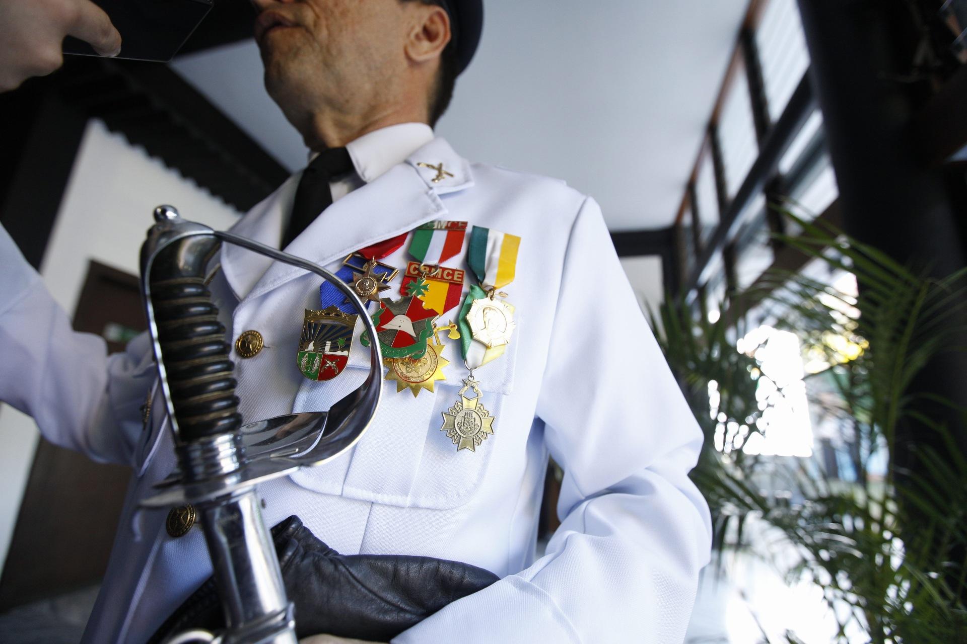 Foto de um oficial militar em traje de gala, na cerimônia de promoção. Foto: Tiago Stille