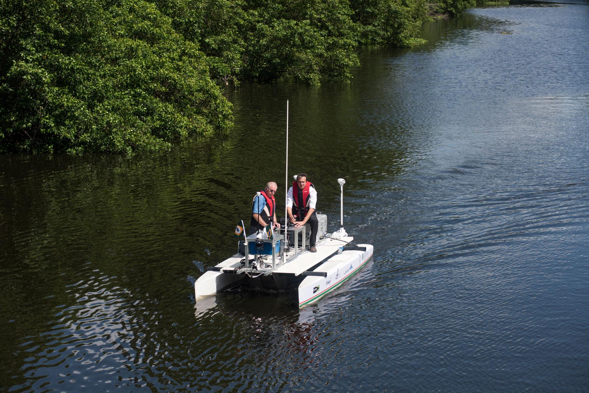 Barco robótico funciona de forma autônoma como laboratório móvel