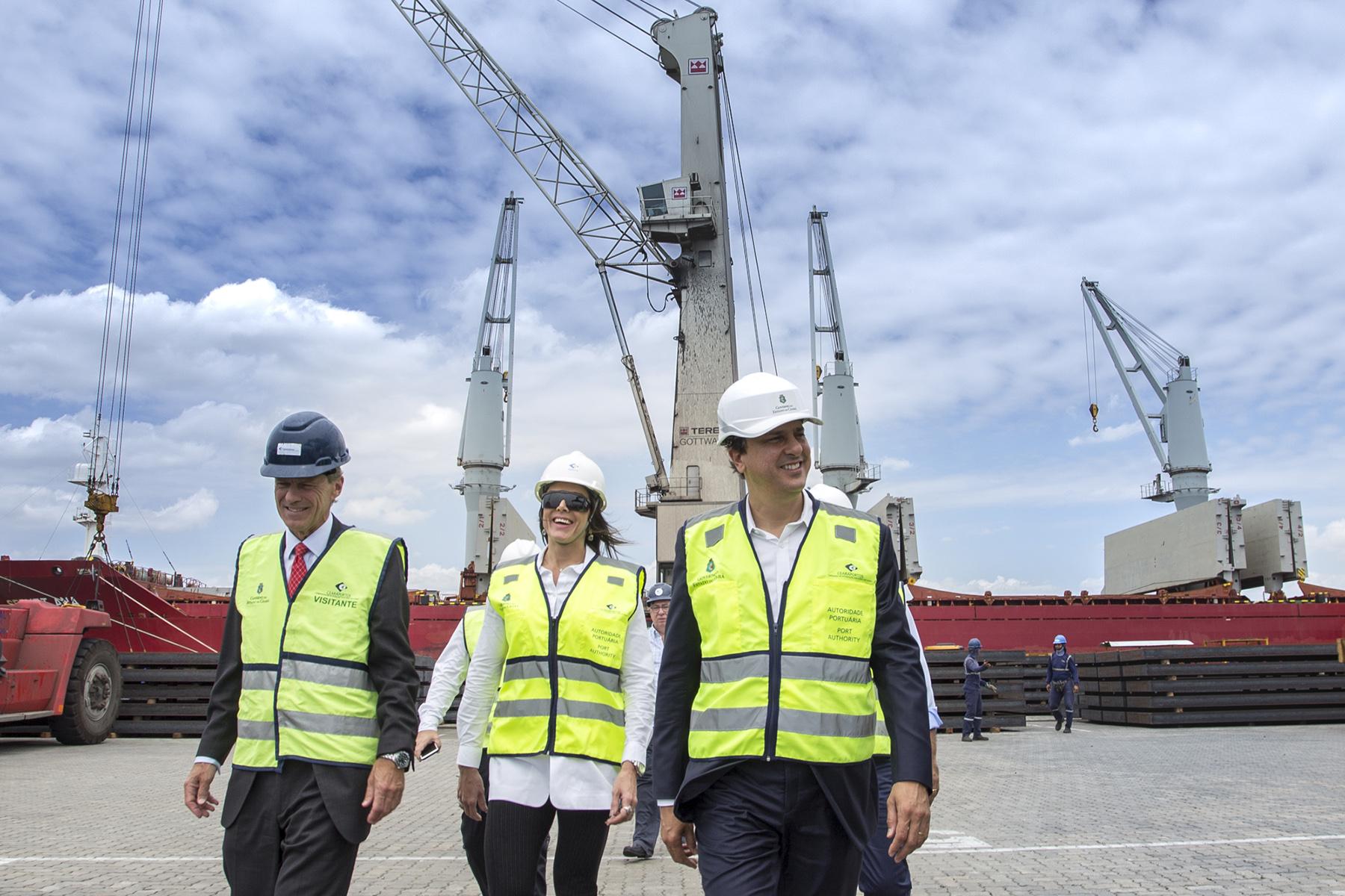 Camilo Santana apresentou a estrutura do Complexo Industrial e Portuário do Pecém (CIPP) para o CEO do Porto de Roterdã, Allard Castelein