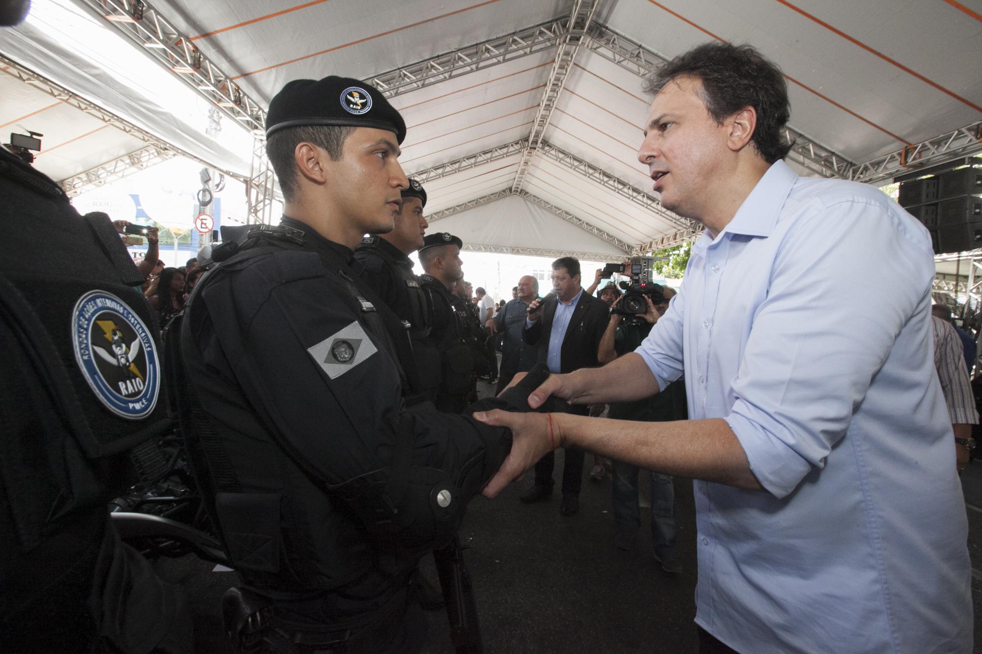 Messejana recebeu apresentação dos 104 novos policiais do BPRaio exclusivos para Fortaleza. Ainda na manhã deste sabado (28), o governador Camilo Santana reativou a Vila de Esporte e Lazer do bairro
