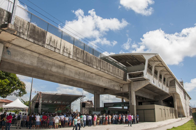 Oito empresas apresentaram propostas para a conclusão das obras da Estação Padre Cícero e construção de equipamentos de lazer ao lado da estação Juscelino Kubitschek.