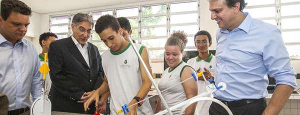 Governador Camilo Santana apresentou projetos de sucesso do Ceará na área da educação para a comitiva de Minas Gerais