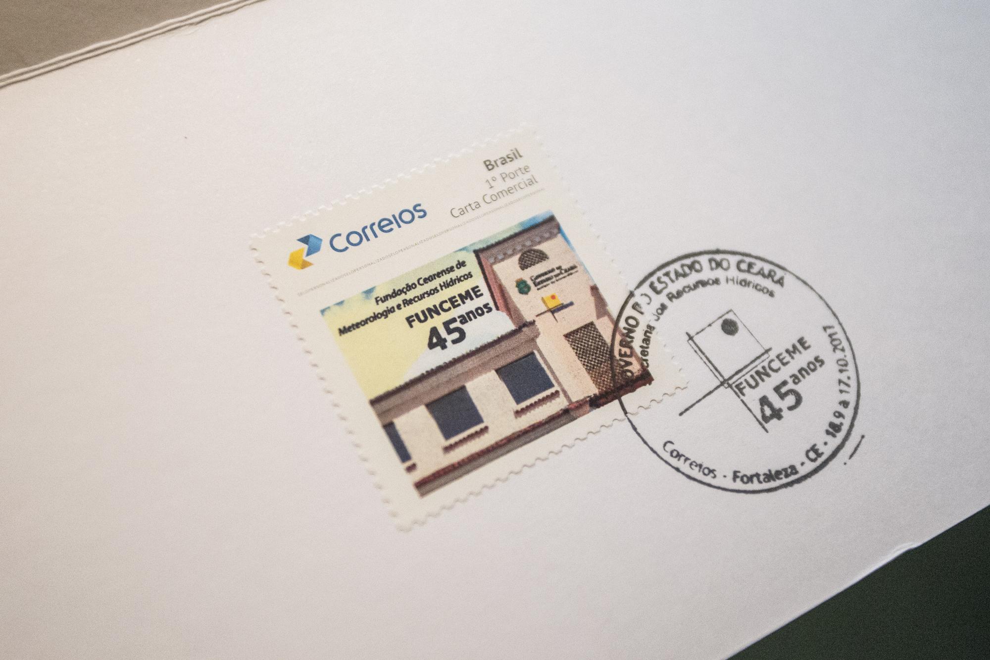 Foi lançado na manhã desta sexta-feira (6), no Palácio da Abolição, o selo comemorativo do aniversário de 45 anos da Fundação Cearense de Meteorologia e Recursos Hídricos (Funceme).