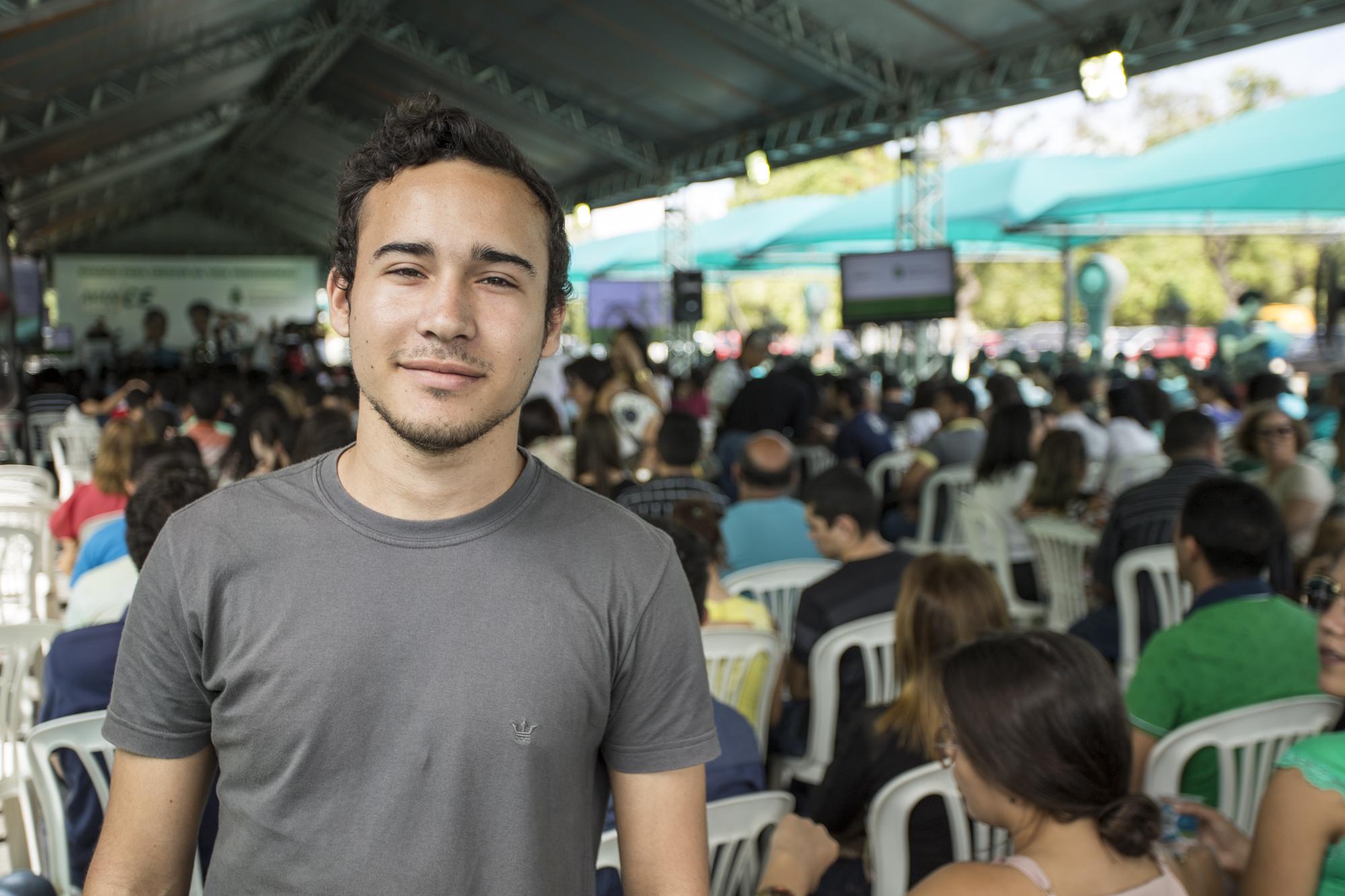 O governador Camilo Santana presidiu a solenidade, acompanhado da vice-governadora, Izolda Cela, e do secretário da Educação, Idilvan Alencar.