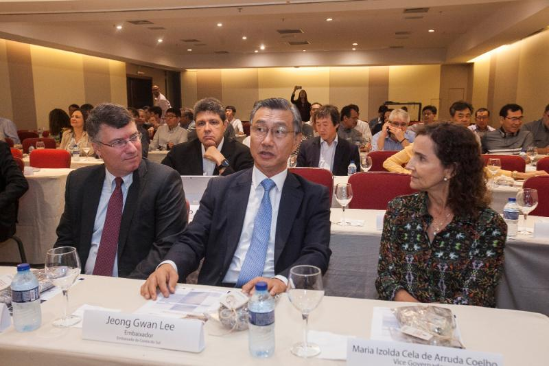 A vice-governadora Izolda Cela participou, nesta quarta-feira (25), do Fórum de Responsabilidade Social Corporativa promovido pela Embaixada da Coreia e pela Companhia Siderúrgica do Pecém (CSP).