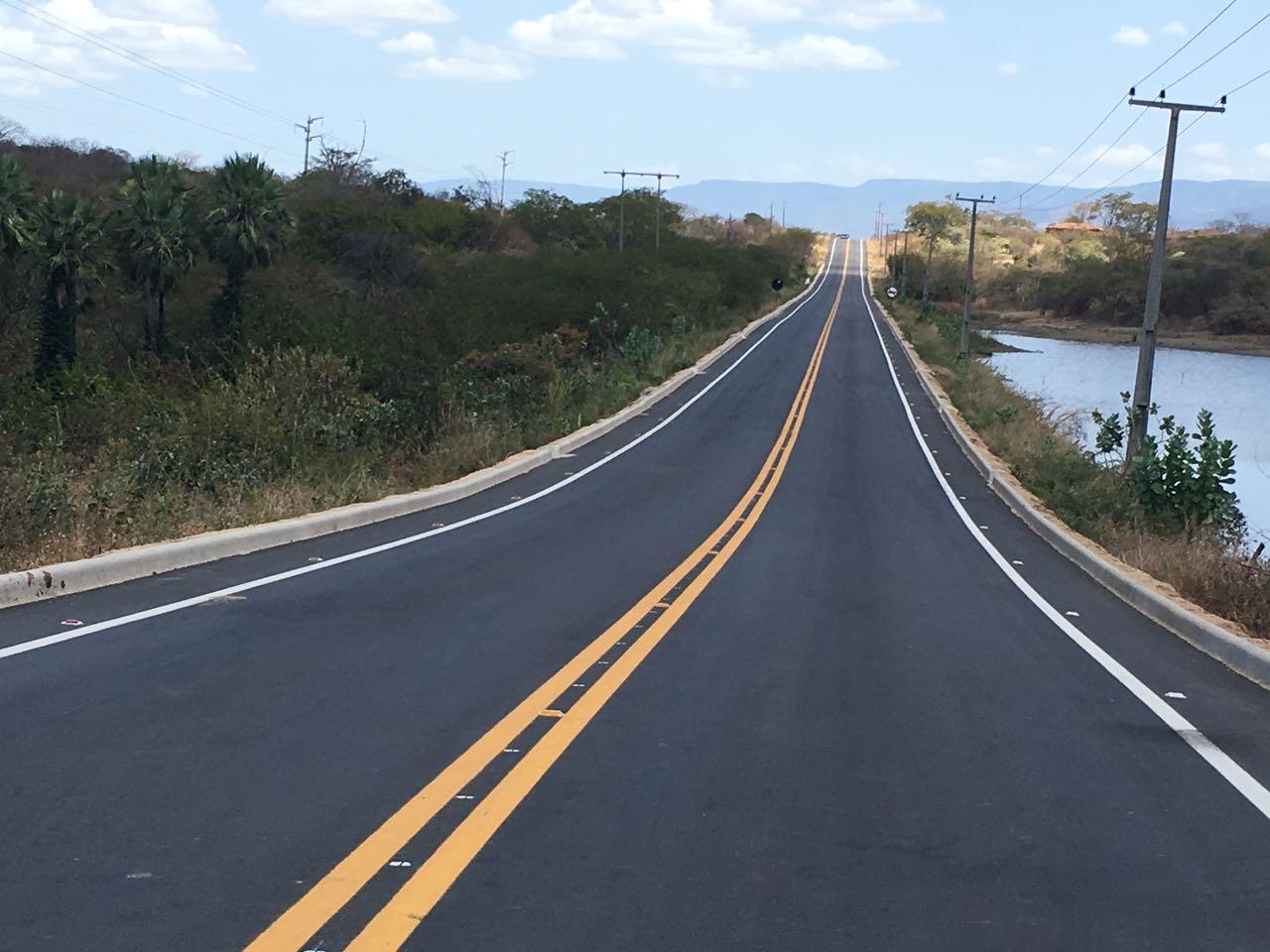 Cearenses e turistas já contam com mais um trecho da rodovia CE – 329 restaurado. Desta vez, entre os municípios de Varjota e Ipu.