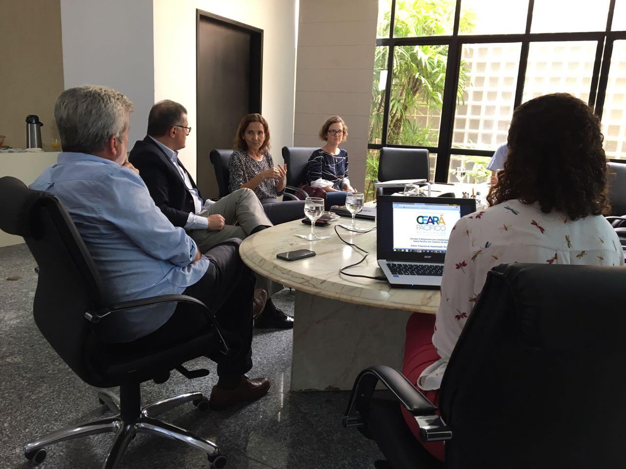 Nesta terça-feira (24), a vice-governadora Izolda Cela recebeu o prefeito de Juazeiro do Norte, Arnon Bezerra para tratar do processo de implantação do Pacto por um Ceará Pacífico no município.