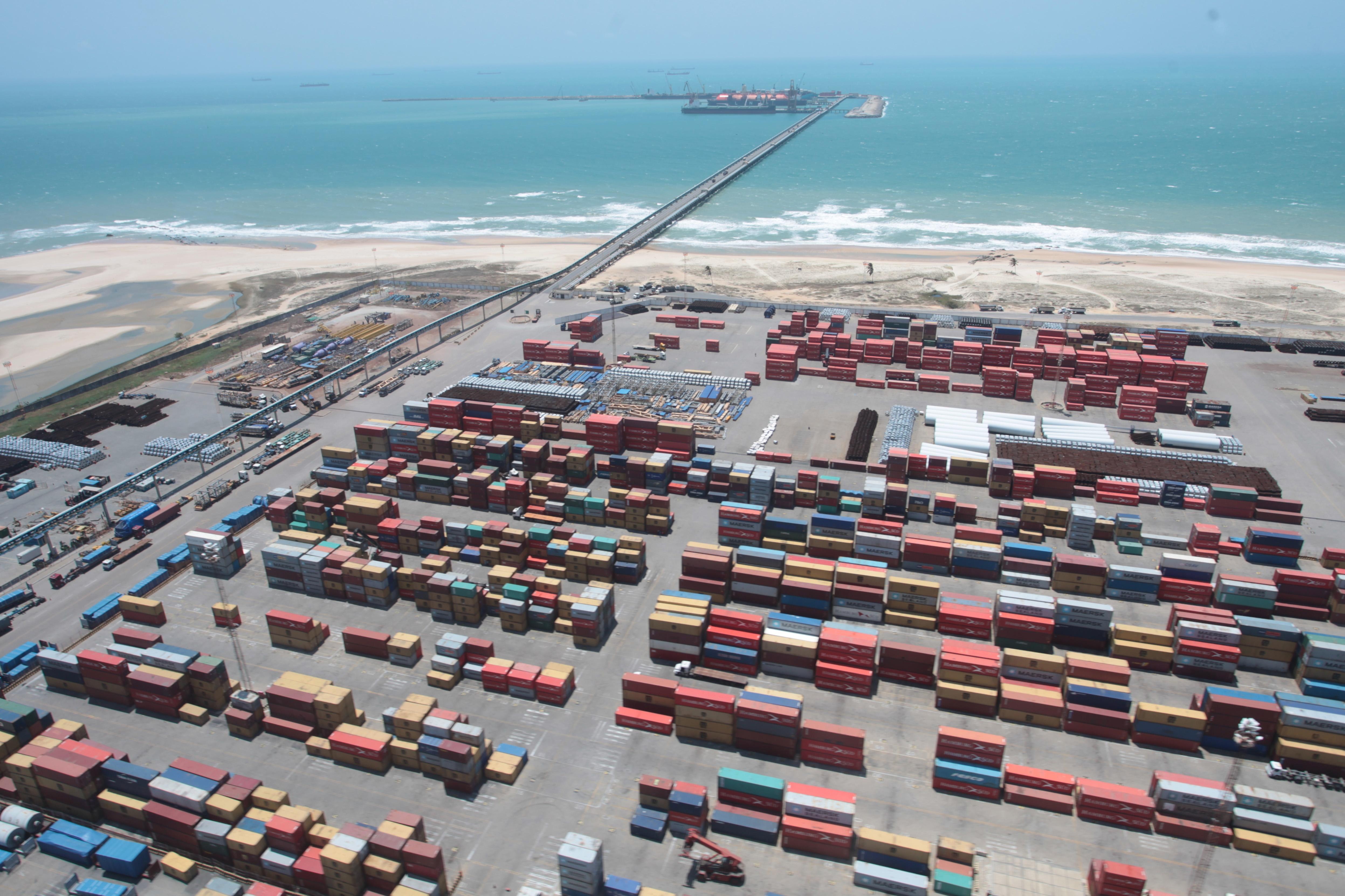 O Porto do Pecém atingiu a marca de 2 milhões de placas de aço exportadas em 2017. O material produzido pela Companhia Siderúrgica do Pecém (CSP) é a principal carga de exportação em toneladas no Porto do Pecém.
