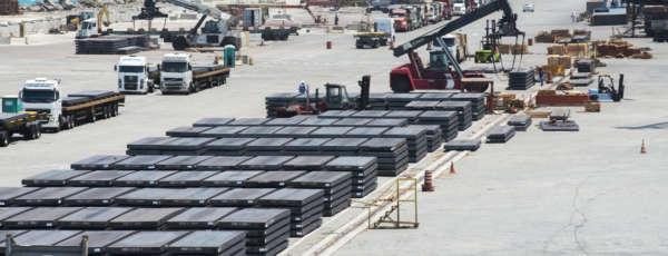 Com a sanção da Mensagem nº 8163/2017 pelo governador Camilo Santana, que moderniza a legislação referente ao Complexo Industrial e Portuário do Pecém (CIPP), o Governo do Ceará vai potencializar oportunidades de investimentos para a região.