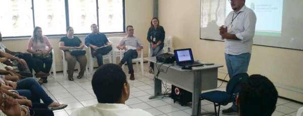 A visita teve como objetivo treinar os teleatendentes da Central para o tratamento das demandas relacionadas a violação dos direitos humanos