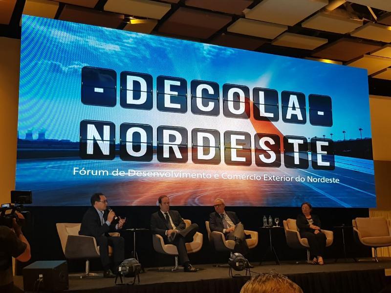 O titular da SDE, secretário Cesar Ribeiro, foi um dos debatedores do Decola Nordeste, que reuniu os principais atores regionais para discutir estratégias de desenvolvimento para região Nordeste, com foco no comércio exterior e atração de investimentos.