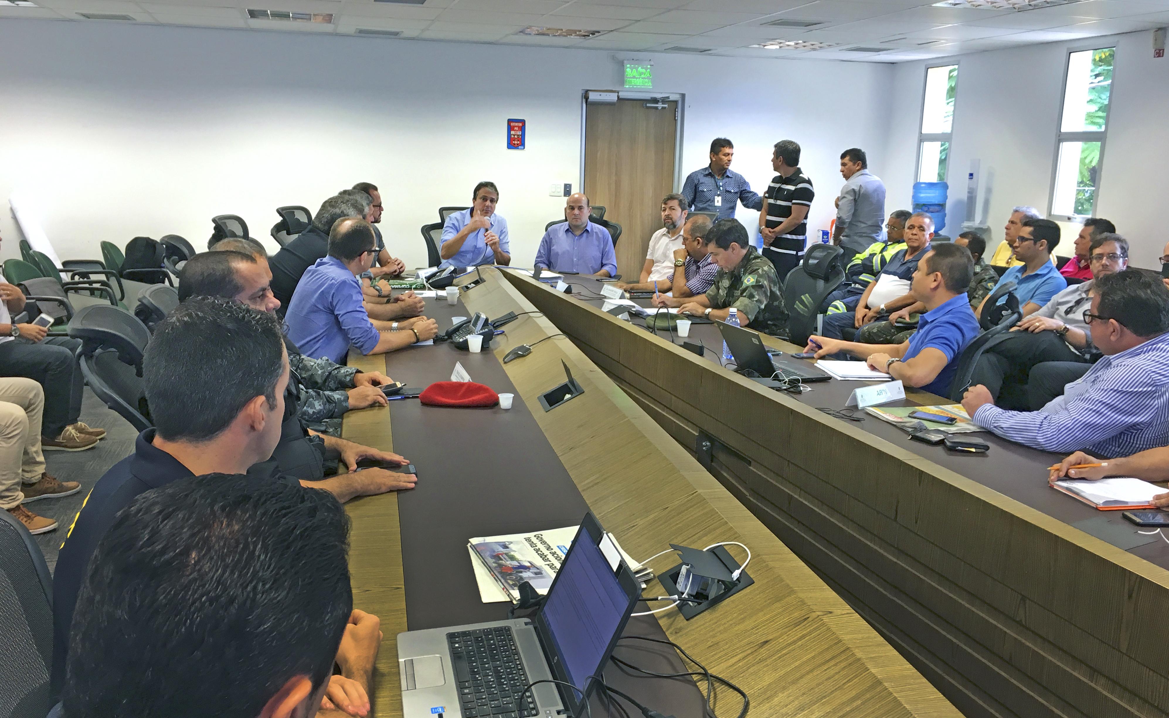 Governador coordena reunião com grupo que acompanha movimento dos caminhoneiros