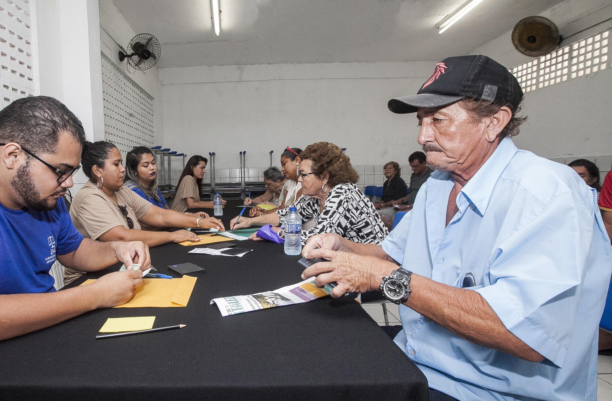 Mais de 500 famílias recebem o papel da casa no Vila do Mar ...