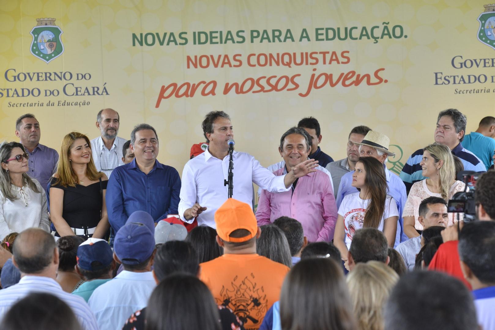 Mombaça recebe a 9ª escola em assentamento rural do Ceará