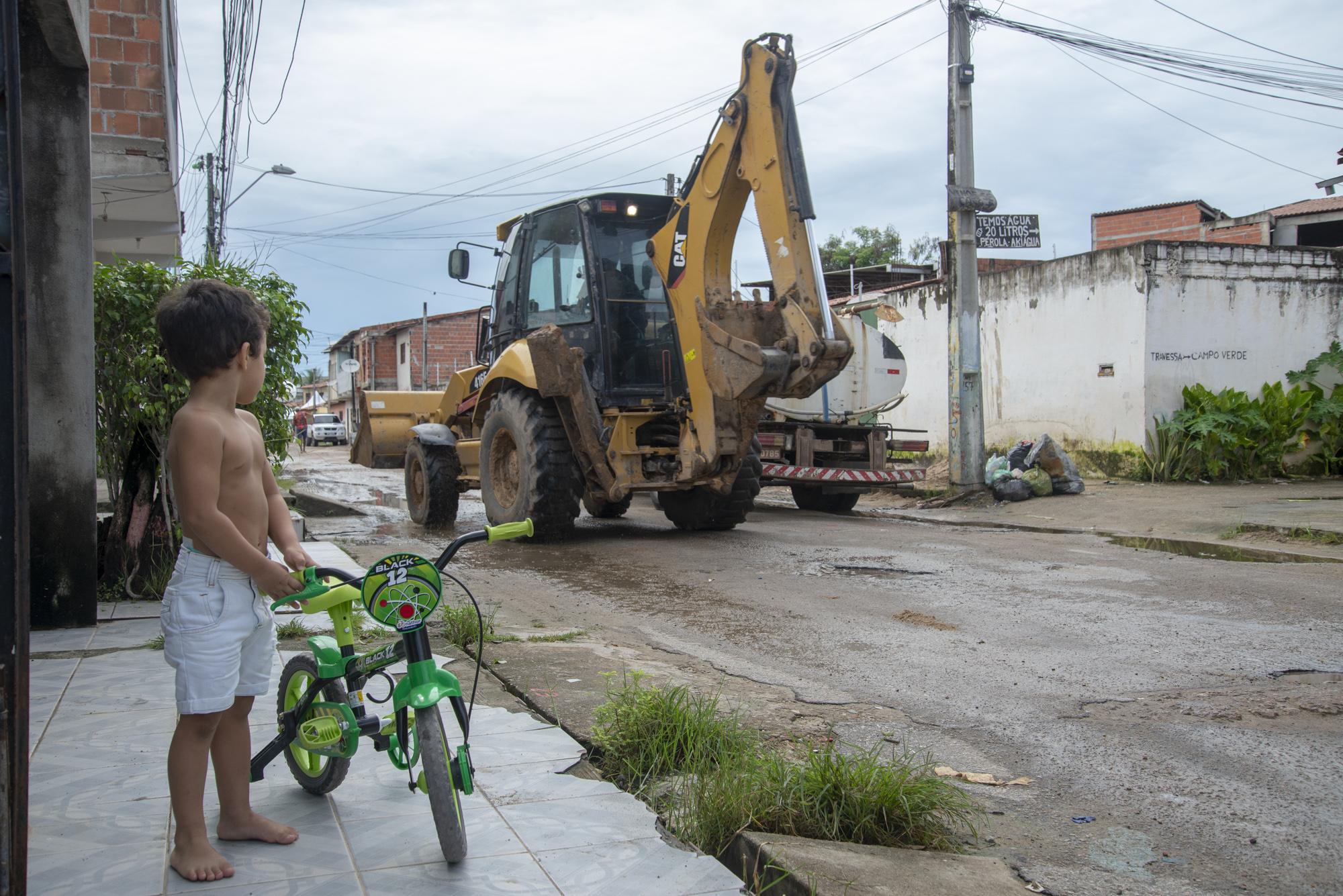 A ampliação da rede coletora de esgoto atenderá parte do Conjunto São Cristóvão e tem a entrega prevista para maio do próxima ano.