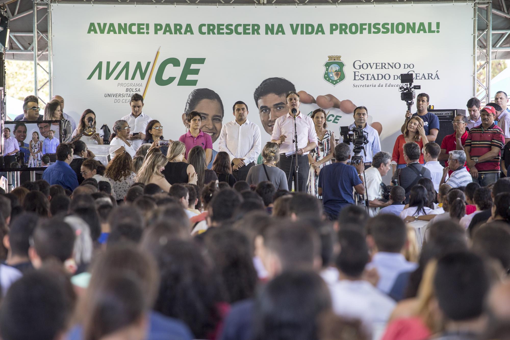 Governo do Ceará divulga alunos selecionados para receber bolsa do Programa AvanCE