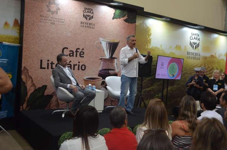 """Livro """"Meio Ambiente: começo e fim"""" é lançado na Bienal"""