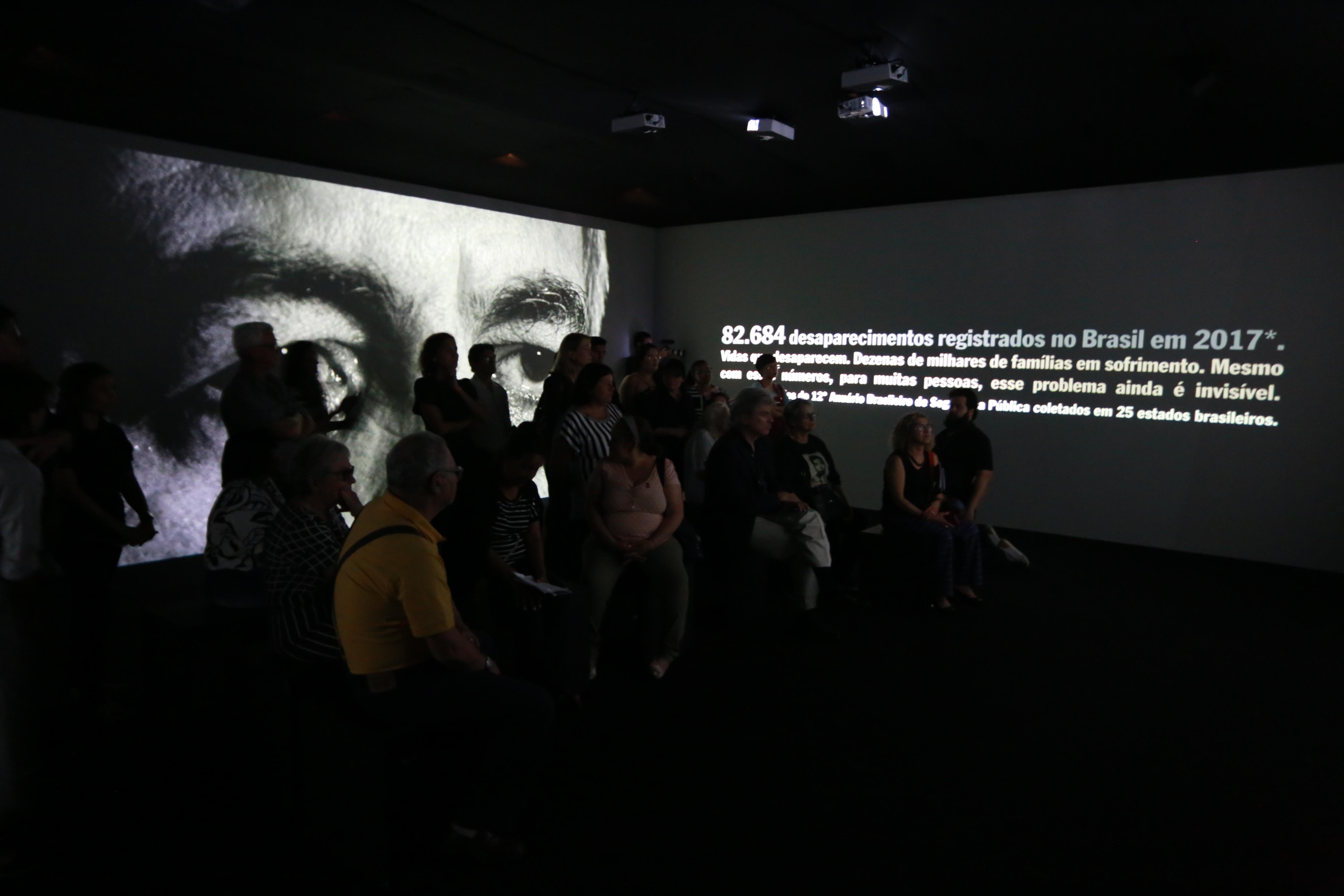 exposição sobre pessoas desaparecidas no Centro Dragão do Mar