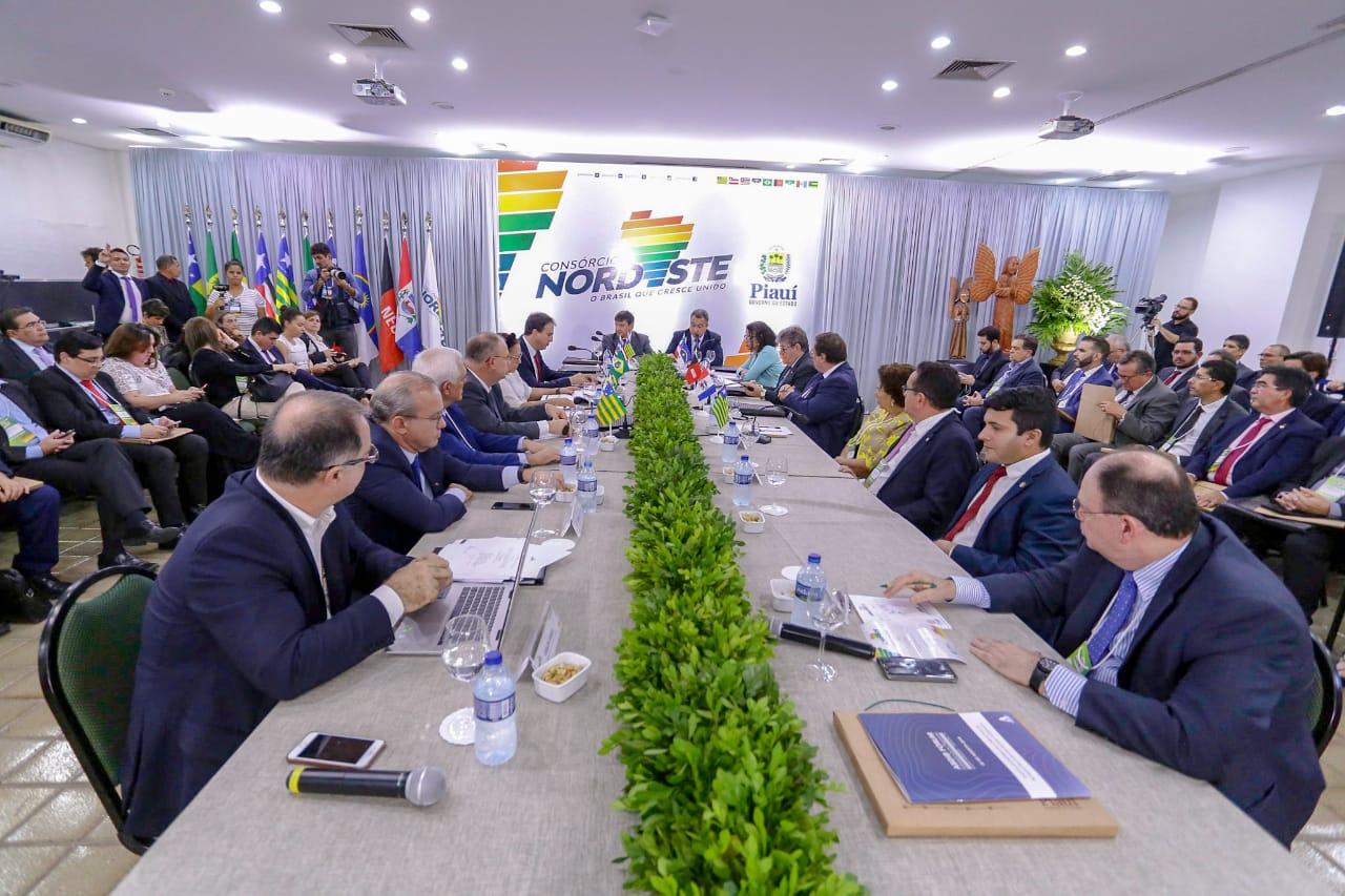 Em Teresina, governadores do Nordeste discutem captação de investimentos