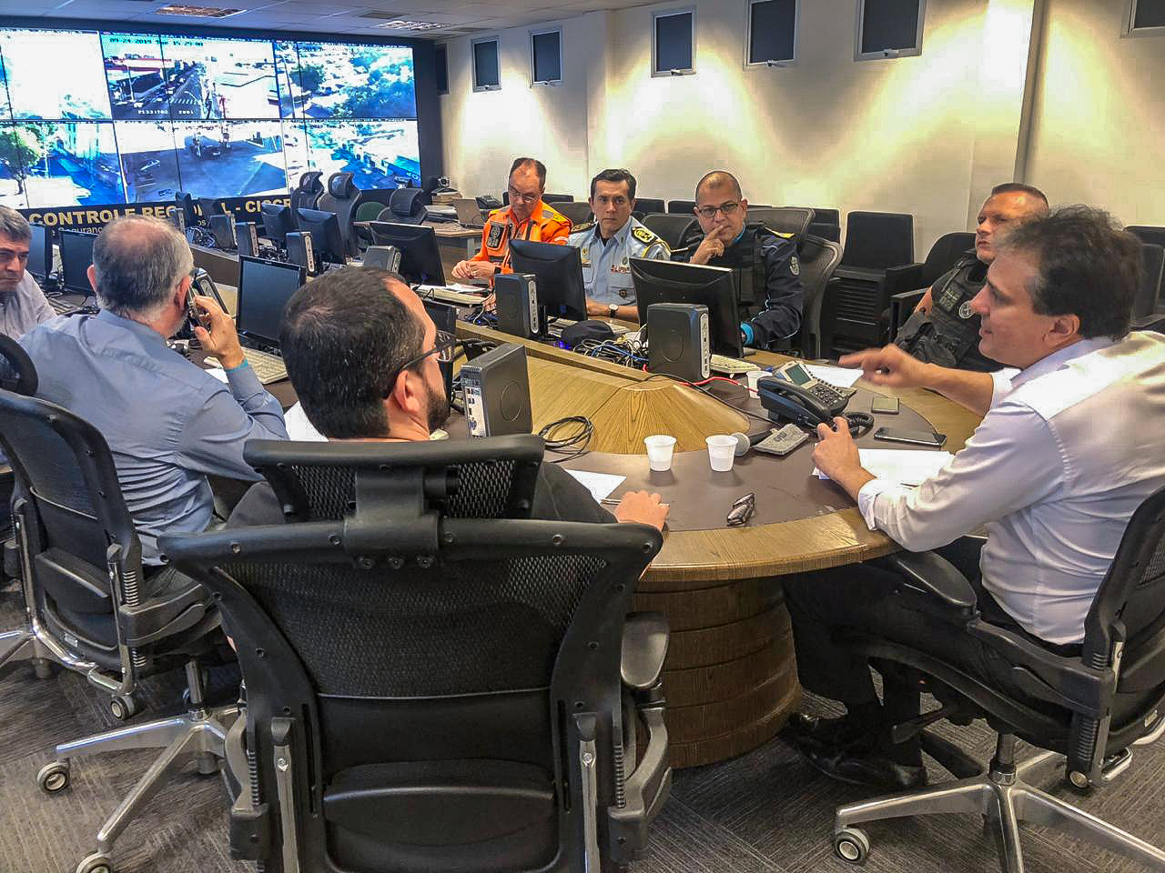 Governador determina intensificação de operações e reforço do policiamento nas ruas
