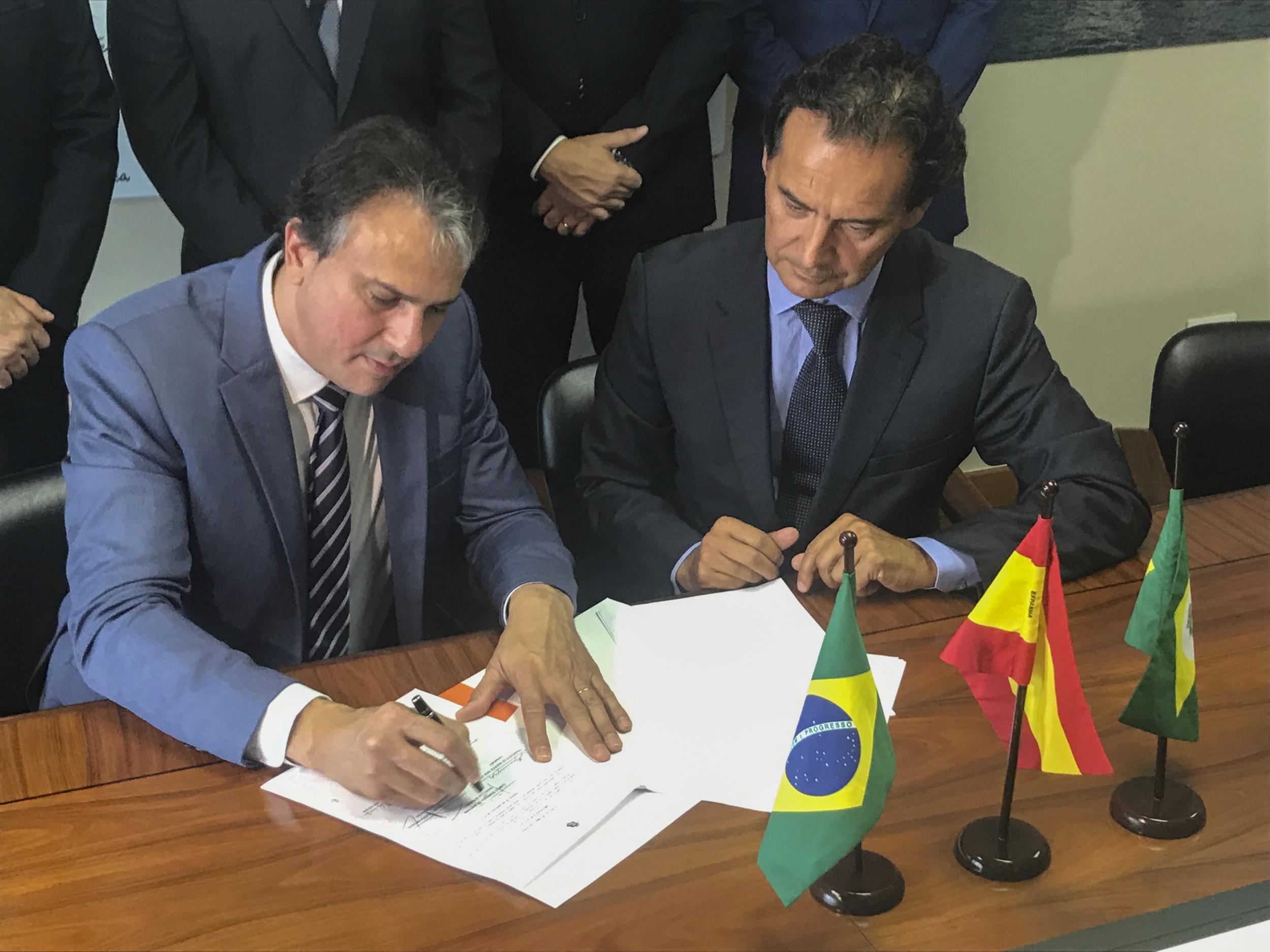 Espanha: governador assina acordo para mais duas fábricas no Ceará