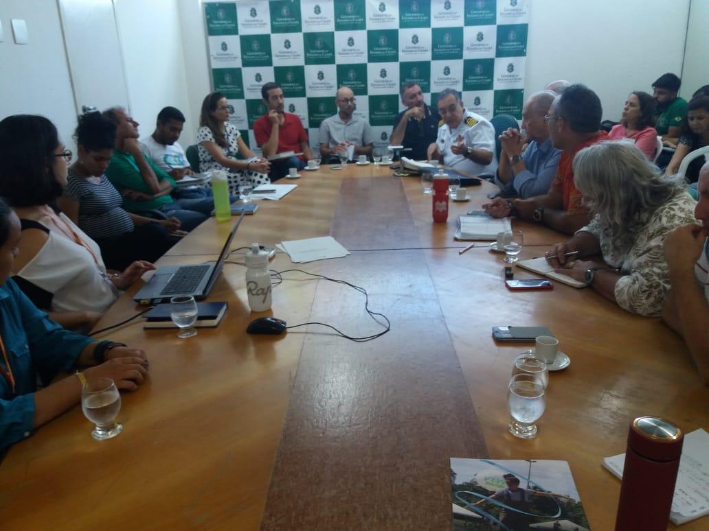 reunião para discutir mancha de óleo no Ceará