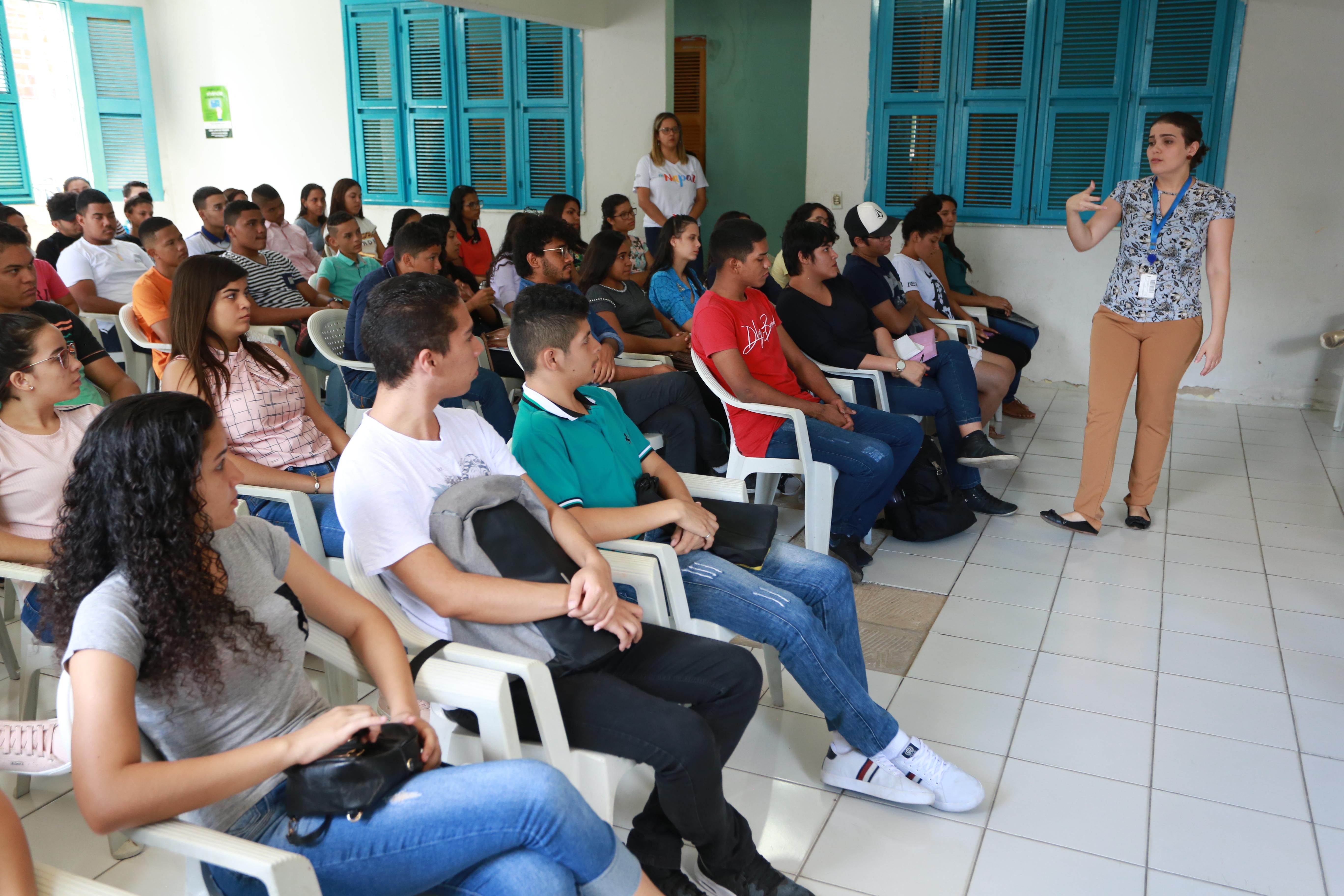 Jovens do Bom Jardim recebem orientação para ingressar no mercado de trabalho