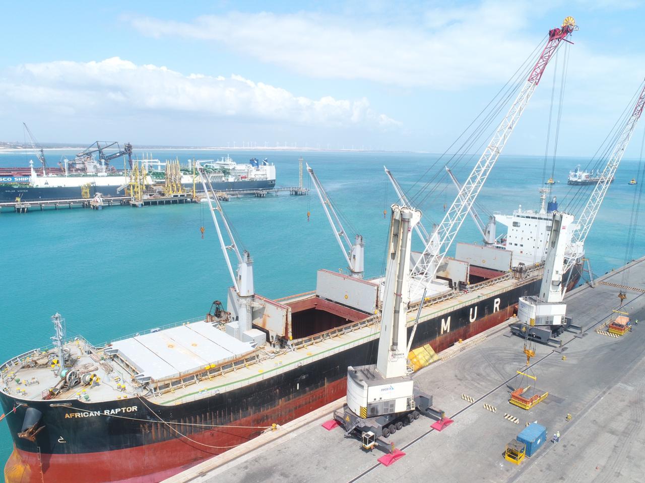 Primeiro embarque de manganês é realizado no Porto do Pecém