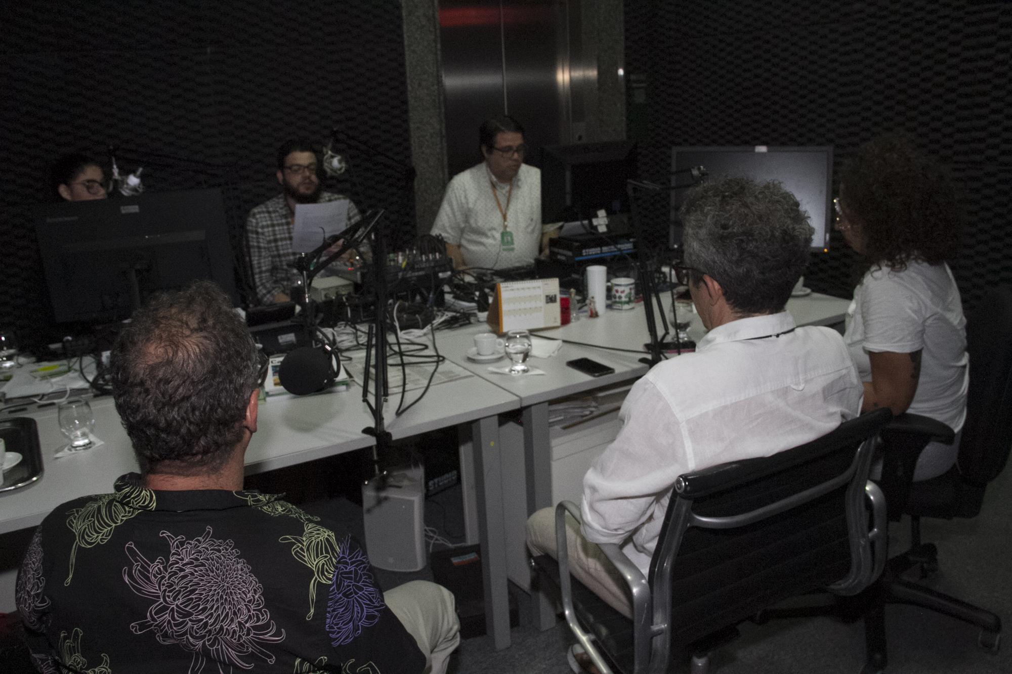 GRAVACAO DE PODCAST SOBRE CULTURA NO ESTUDIO DE RÁDIO DO PALACIO DA ABOLICAO; FOTO © CARLOS GIBAJA/ GOV DO CEARA;
