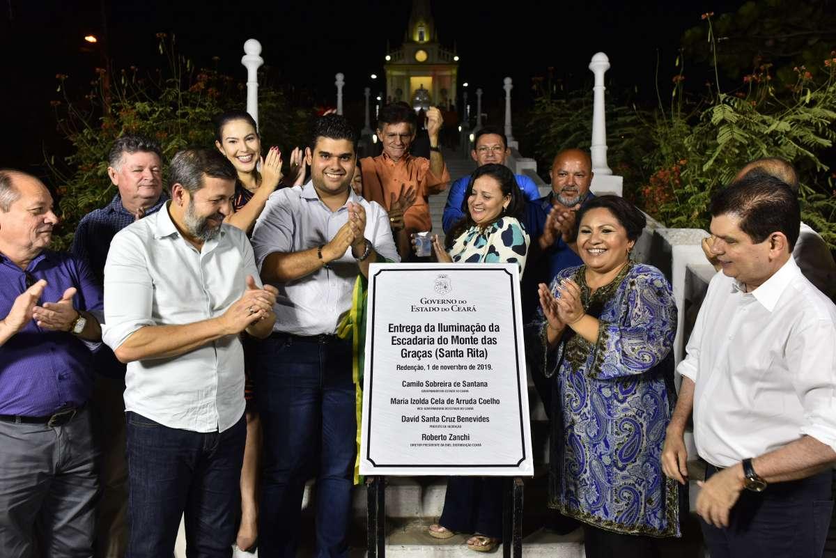 Governo do Ceará entrega iluminação da escadaria de Santa Rita