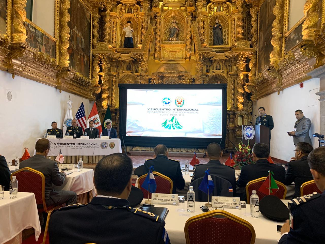 Encontro Internacional de Educação Policial no Peru