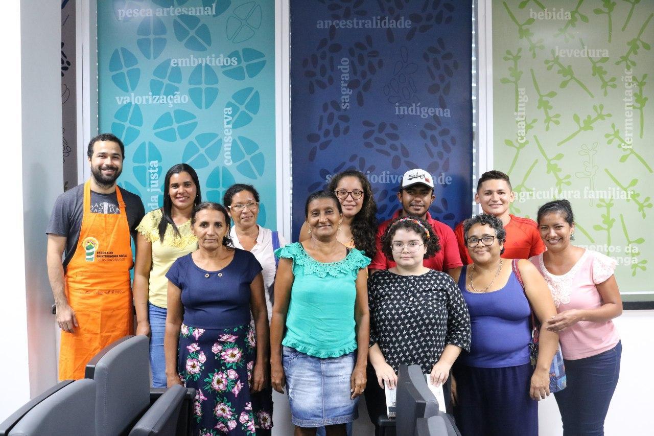 Pescadores participam de oficina na Escola de Gastronomia Social