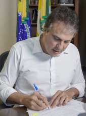 Governador assina decreto que regulamenta vale-gás e atualiza número de leitos de Covid