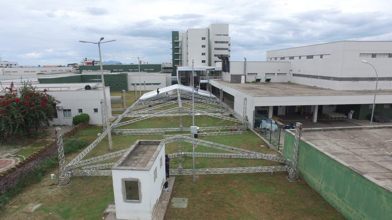 Governo do Ceará inicia montagem do Hospital de Campanha no HRN, em Sobral  - Governo do Estado do Ceará