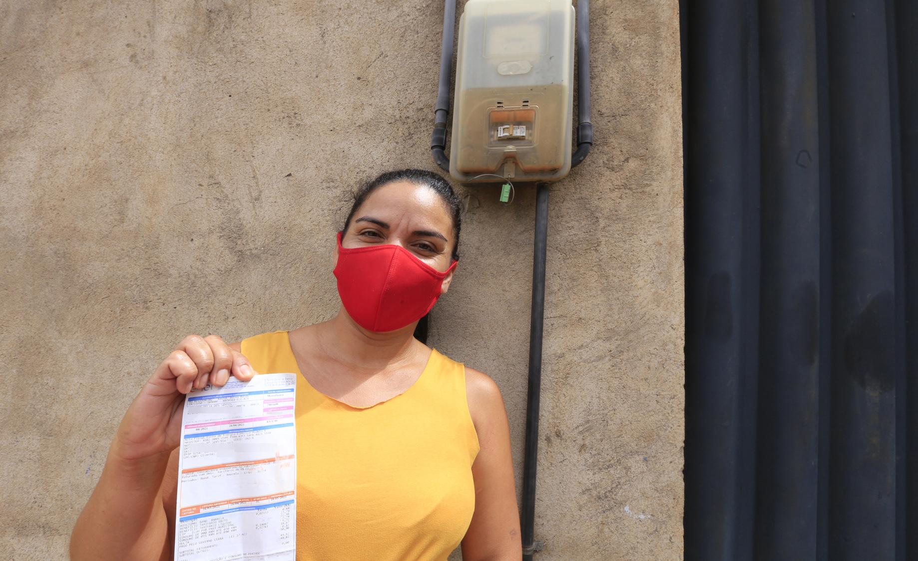 Milhares de cearenses começam a receber as contas de luz pagas pelo Governo do Ceará